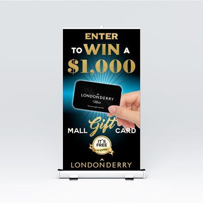 Roll Up para pasillo de centro comercial. Cartelería y publicidad